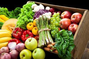 Овощи и фрукты в ящику