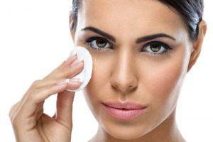Очищать лицо