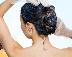 Нанесение на волосы маски