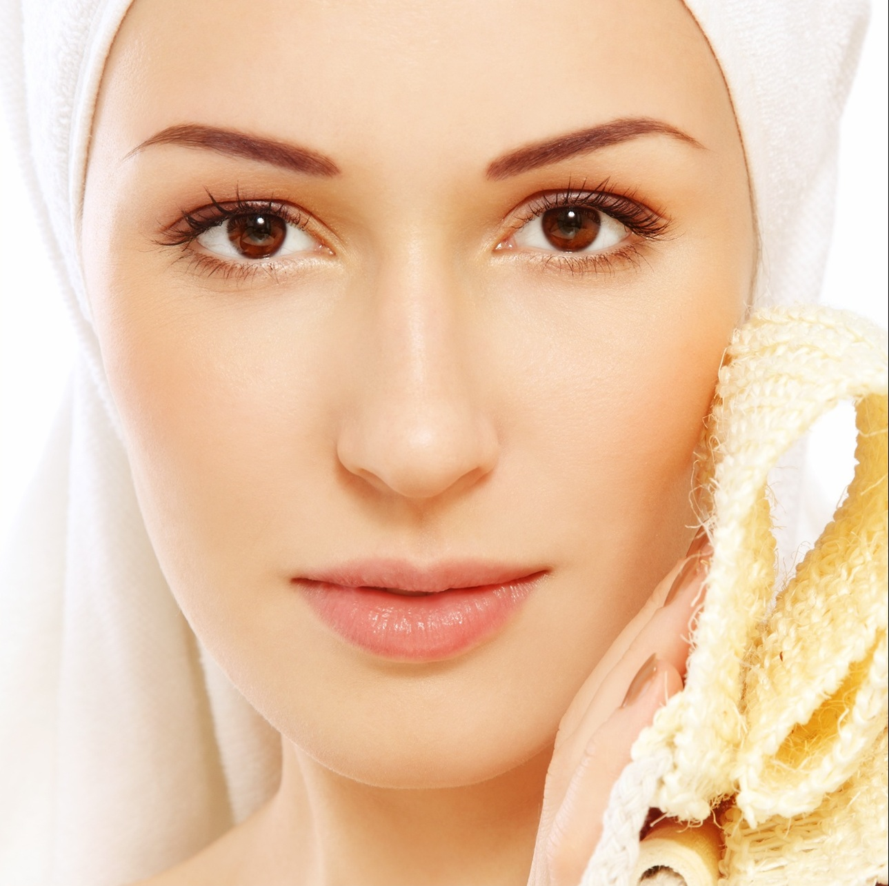 девушка в полотенце на голове