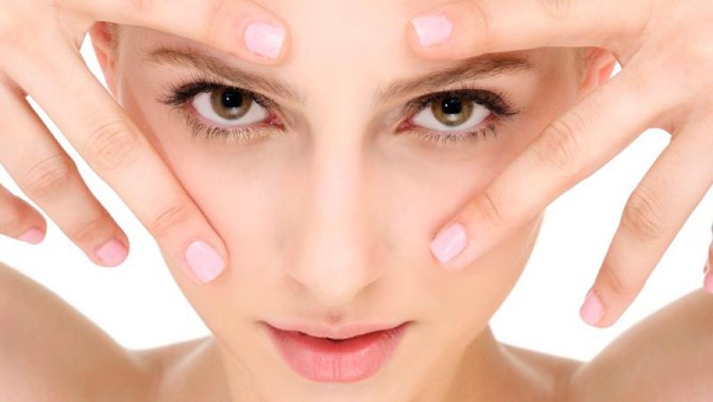 От чего появляются морщины вокруг глаз