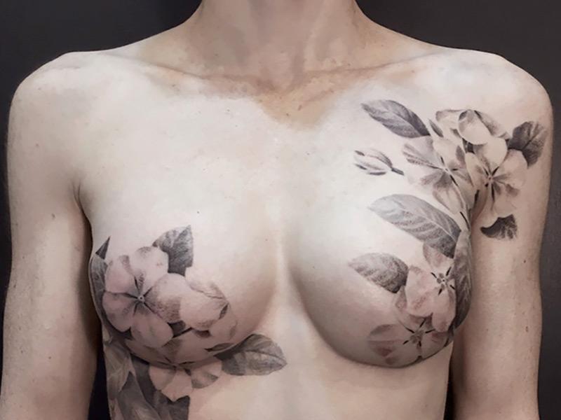тату на груди