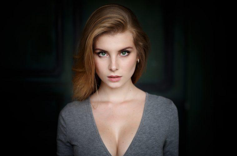 шикарная рыжеволосая девушка
