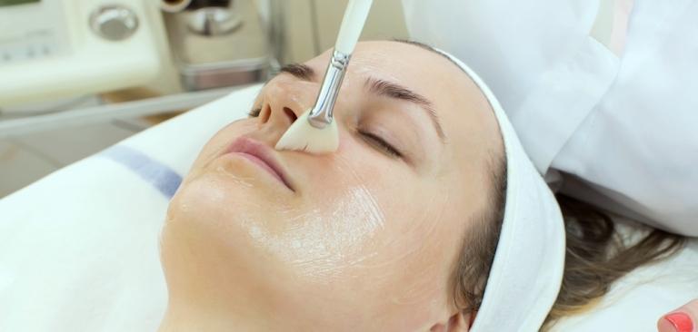 Проведение кислотного пилинга для лица