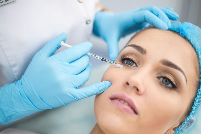 Вводится в кожу лица препарат путем биоревитализации