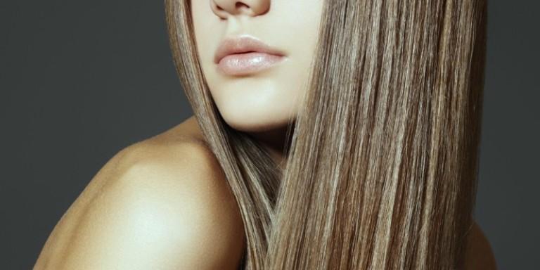 Часть женского лица с волосами