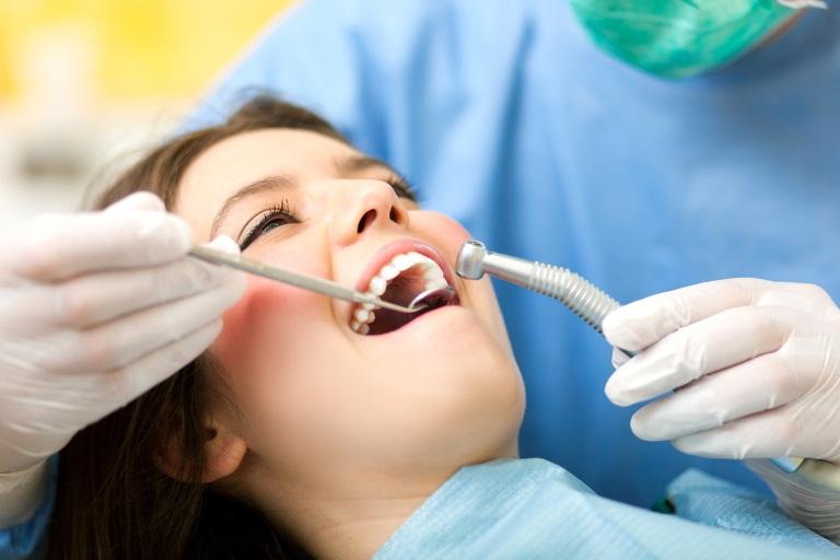 Внедрение имплантов в зубы