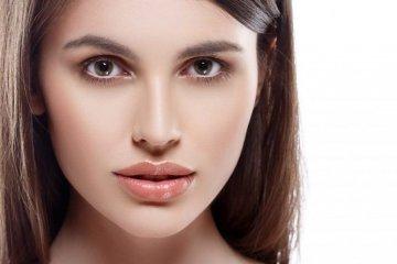 девушка с пухлыми губами
