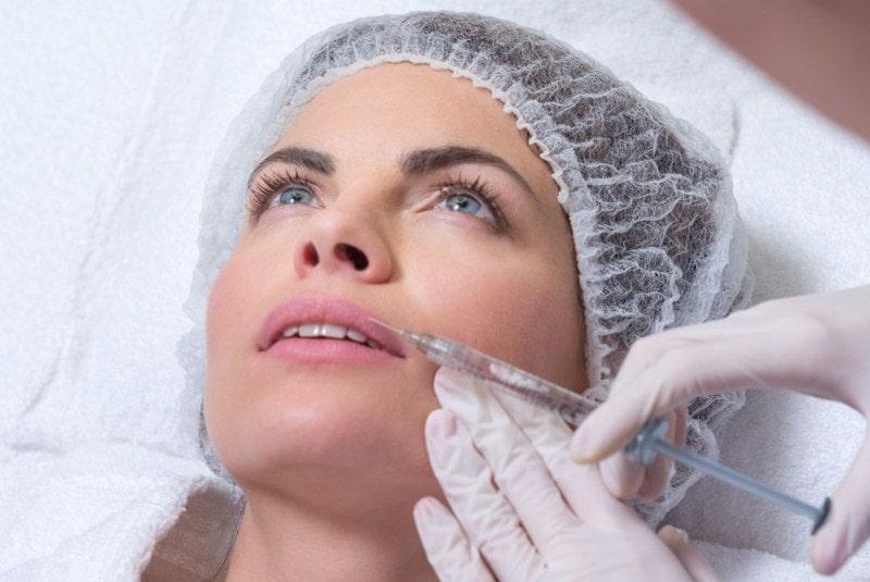 инъекционная биоревитализация лицо девушки