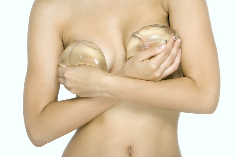держать импланты грудные