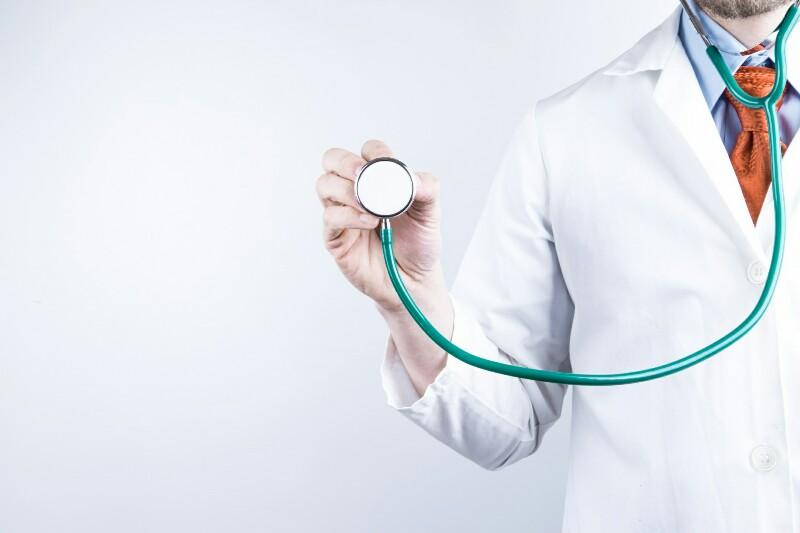 Доктор и стетоскоп