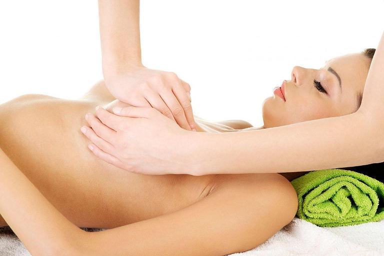 Как убрать растяжки на груди