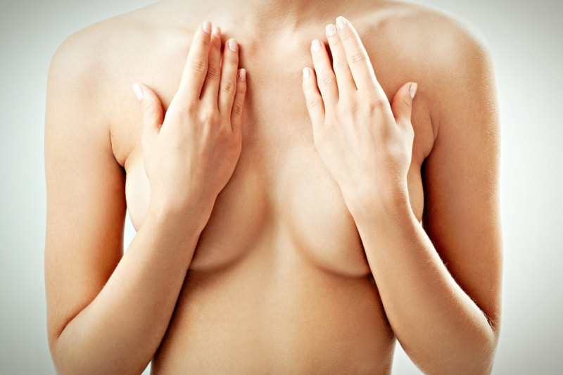 Руки на груди