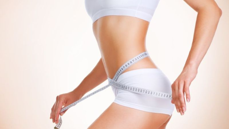 Сантиметровая лента и женское тело