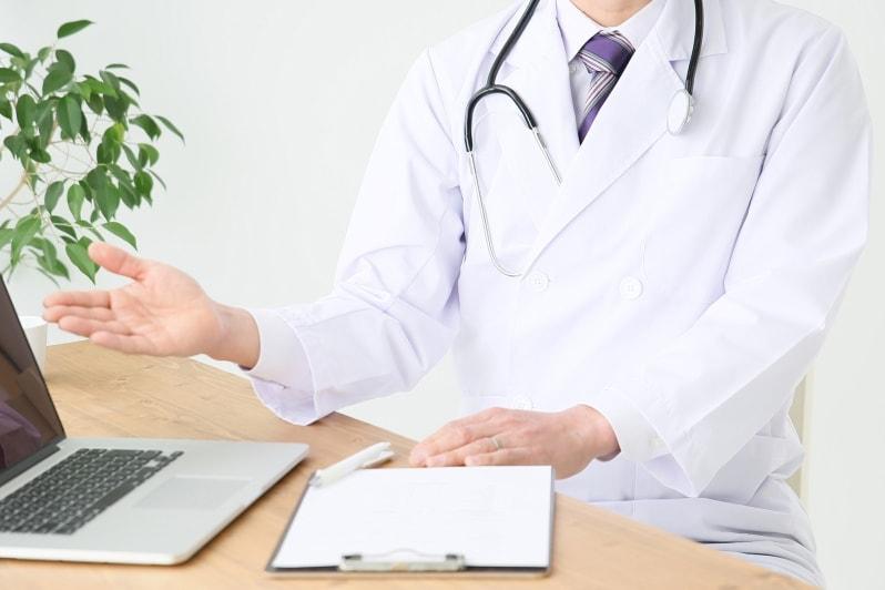 Доктор и ноутбук