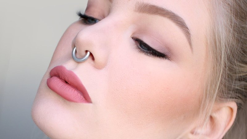 Сережка в носу