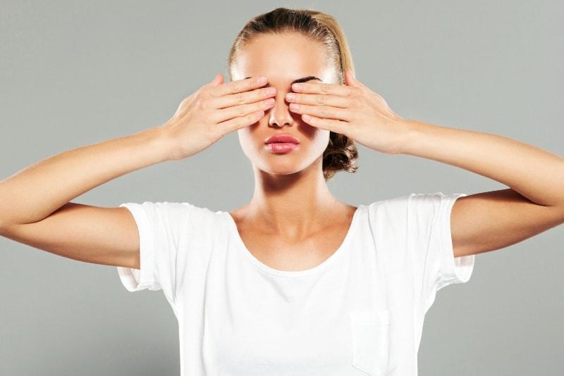Убрать темные круги под глазами косметология