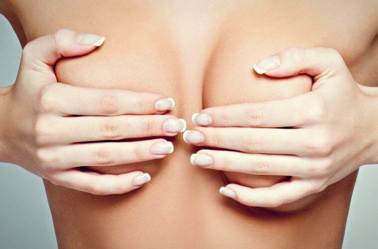 грудь в руках