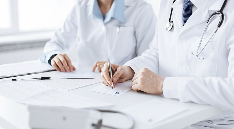 врачи работают