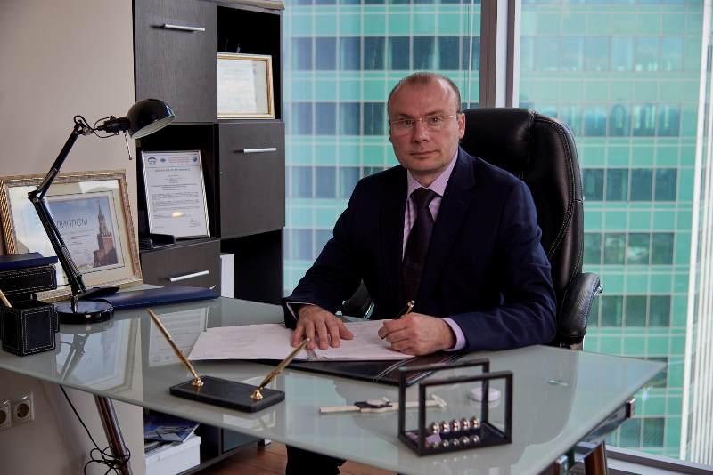 пластический хирург Михайлов в кабинете