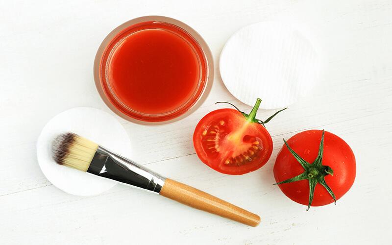 Как увлажнить кожу лица с помощью помидора