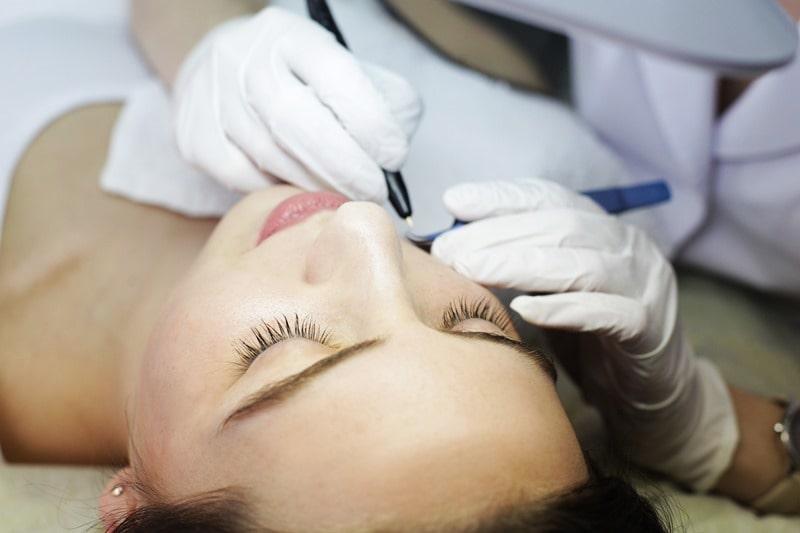Депиляция волос на лице у женщин