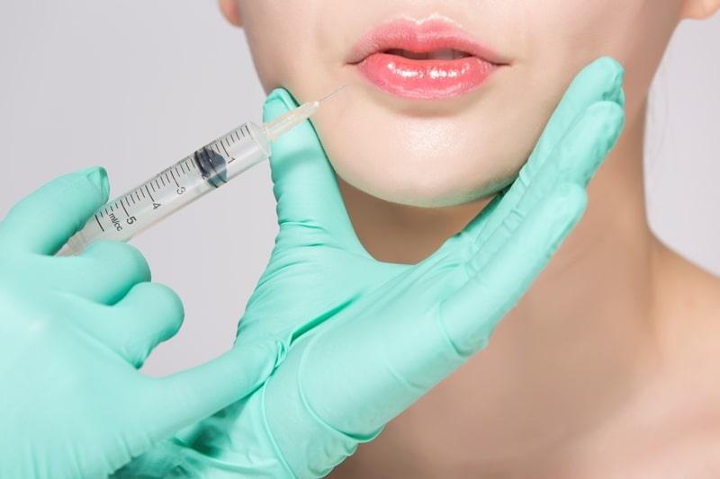 Проводится обучение контурной пластике губ