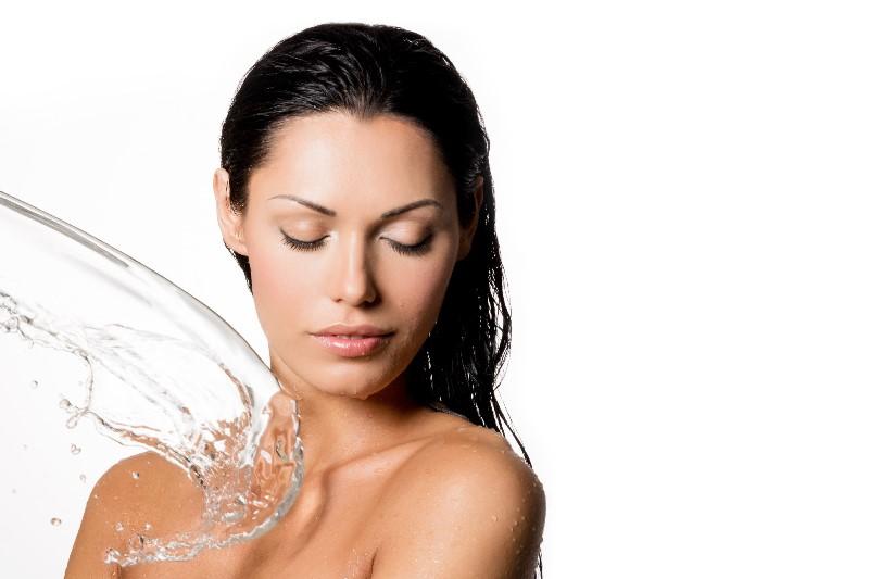 Вода на тело девушки