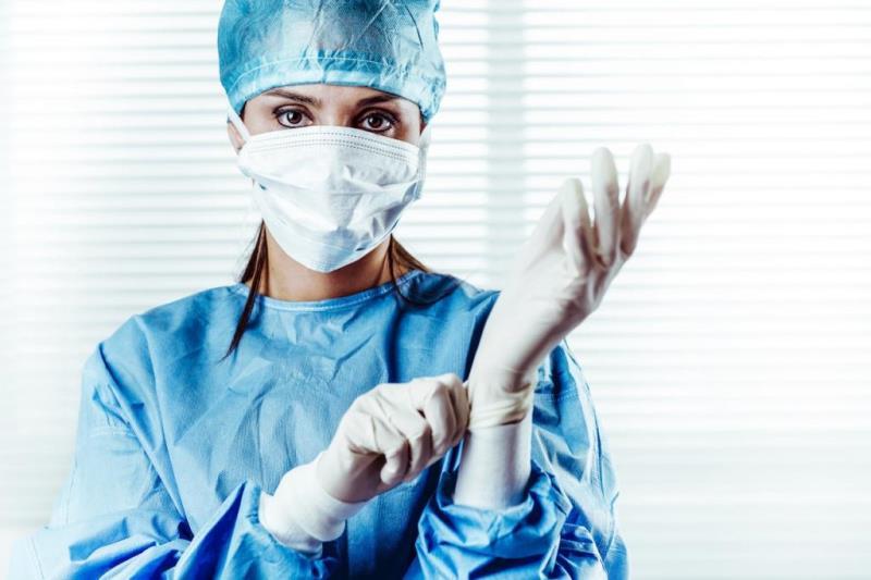 Лучший пластический хирург Екатеринбурга готовится к пластике