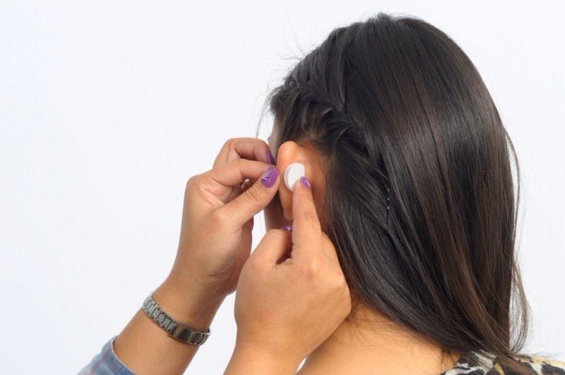 Надеваются корректоры для ушей