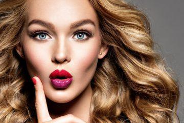 Девушка с яркими губами