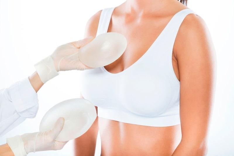 импланты возле груди