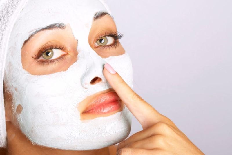 Лифтинг маска для лица у девушки