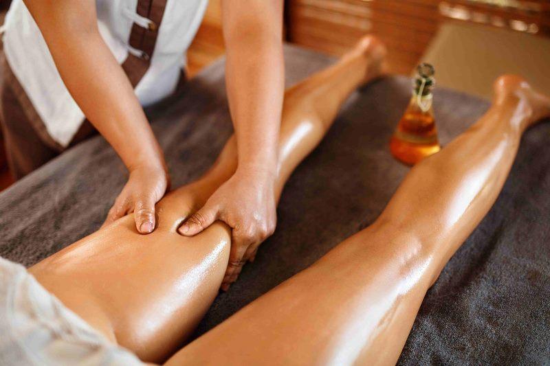 Проводится медовый массаж