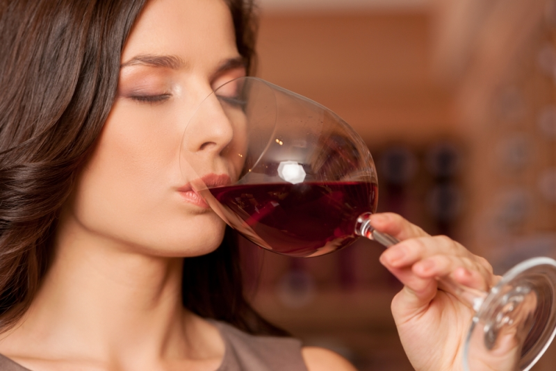Пить вино с бокала
