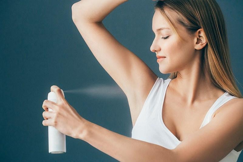 Как отбелить подмышки дезодорантом