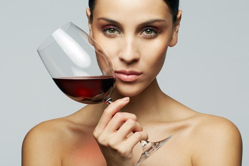 пить алкоголь после увеличения губ