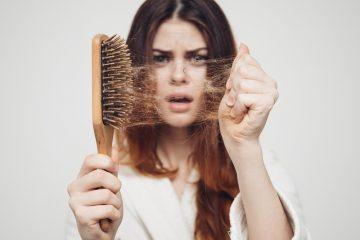 Волосы в расческе