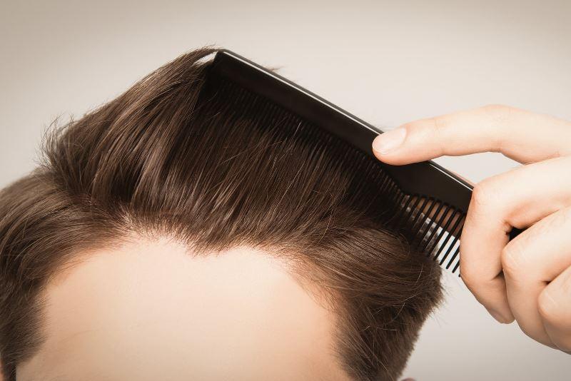 Расчесывать волосы