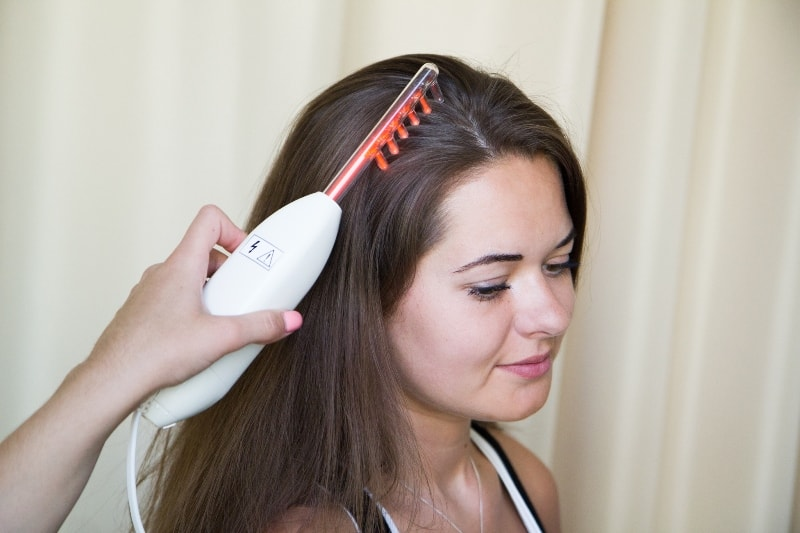 Проводится дарсонвализация волос
