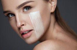 Крем для сухой кожи лица нанесен на кожную поверхность