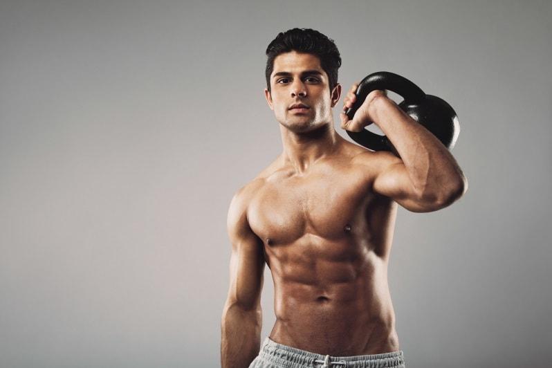 Спортивный мужчина без растяжек