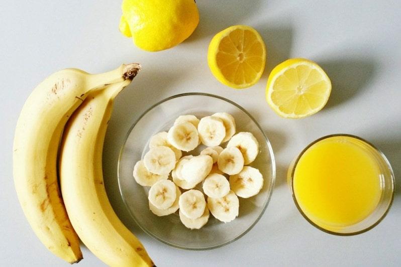 Готовится банановая маска для лица