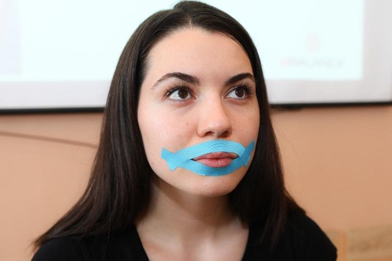 Тейпирование области губ