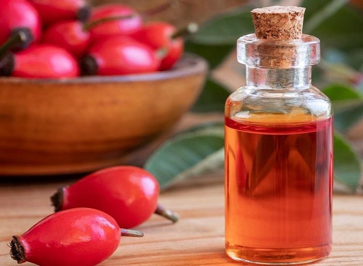 Масло шиповника и ягоды