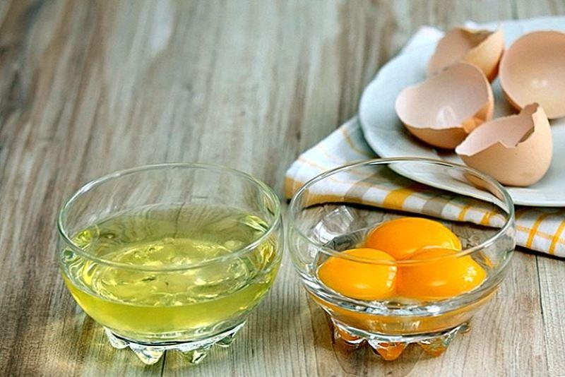 Готовится маска из яйца для лица