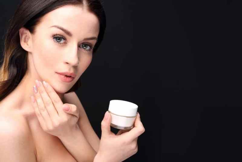 Удаление шрамов на лице с помощью крема